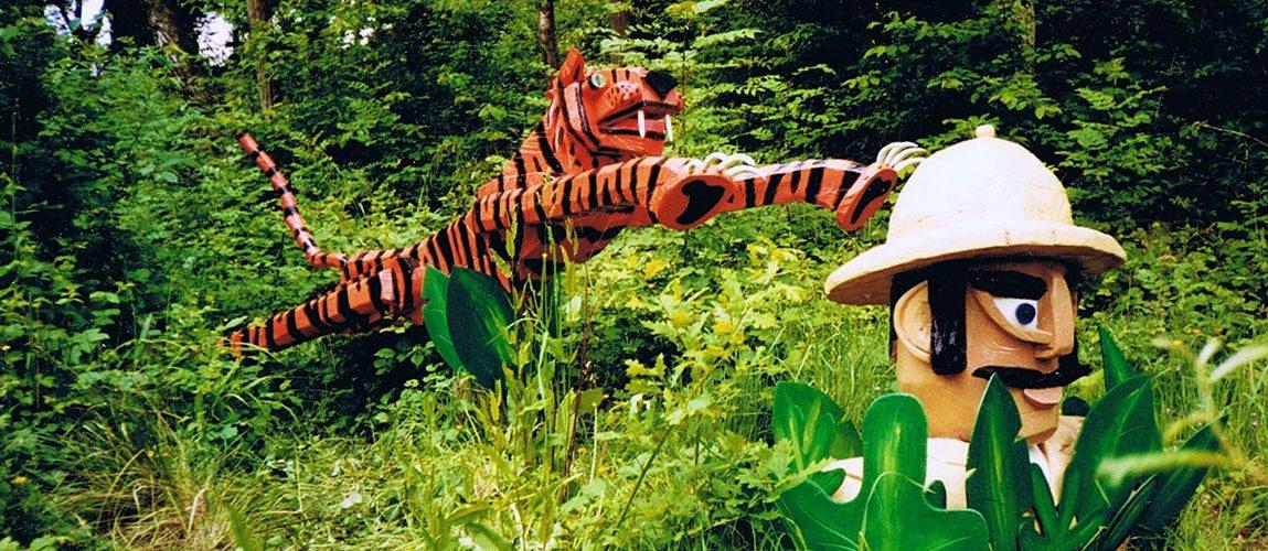 tiger in jungle sculpture